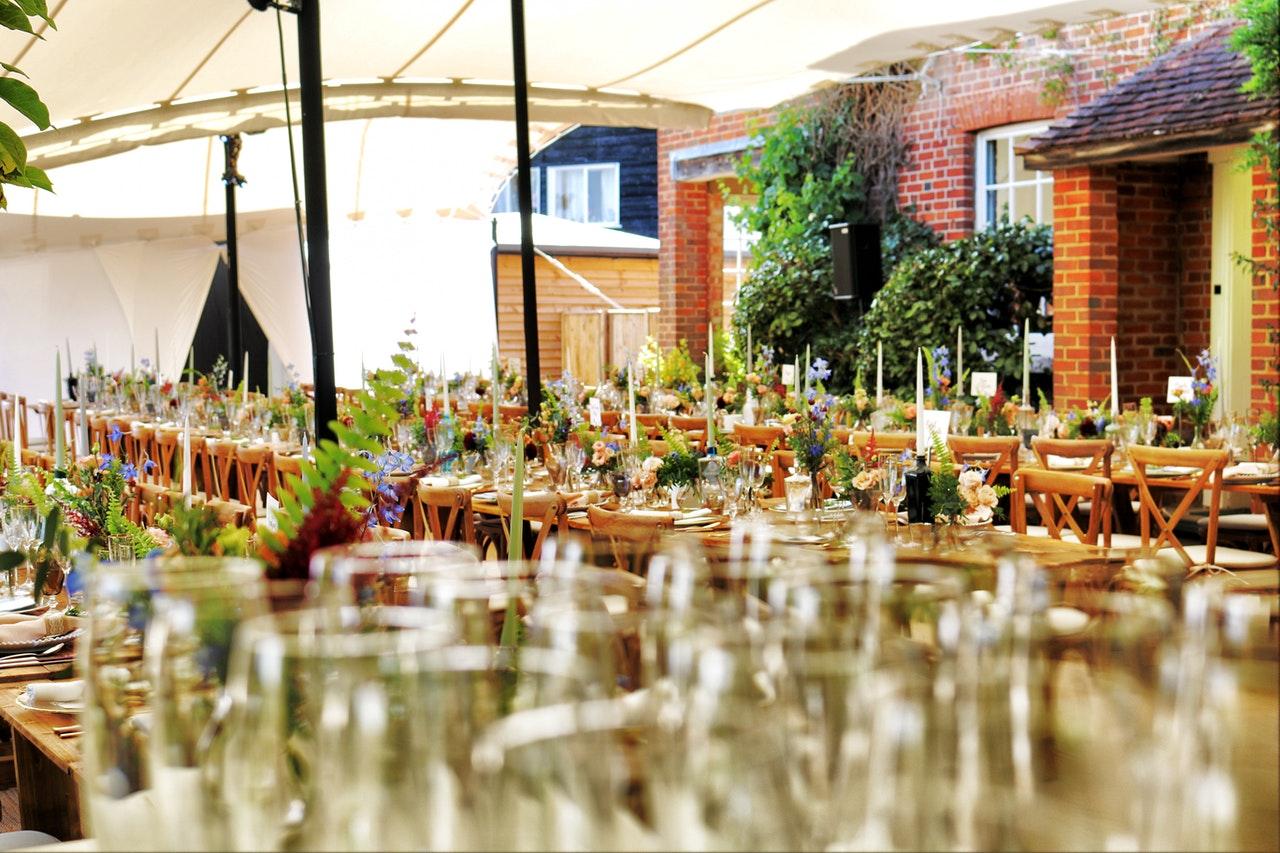 Bruiloft catering & Bedrijfsfeest catering: 3 tips voor een klein budget